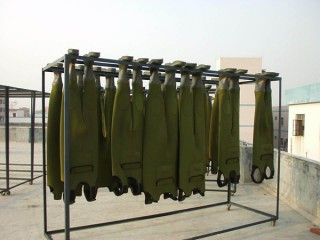 hang the wader to be dry after the water testing